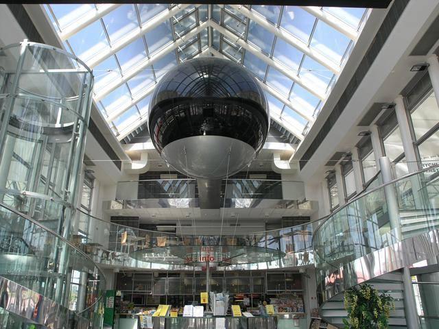 Terminál v Hradci Králové - 392 mil. Kč kovu, skla a neúčelné exhibice
